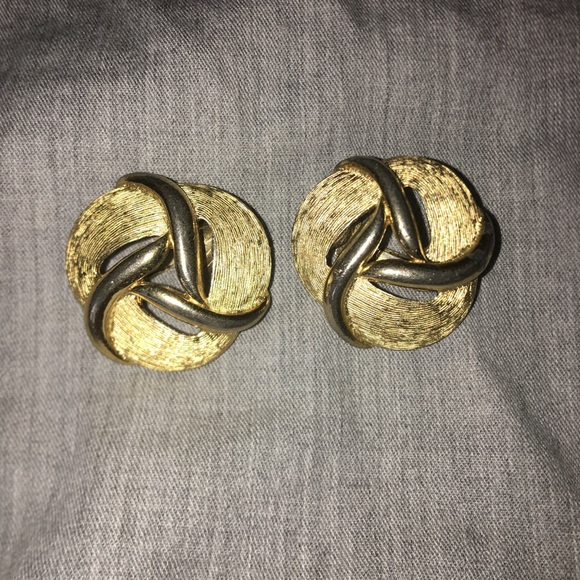 Trifari Jewelry - Vintage Trifari goldtone clip on earrings 1.5""